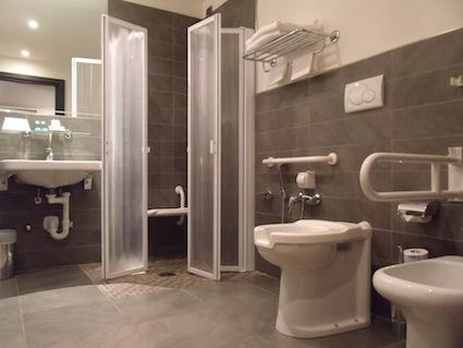 Come realizzare un bagno accessibile - Arredo bagno per disabili ...